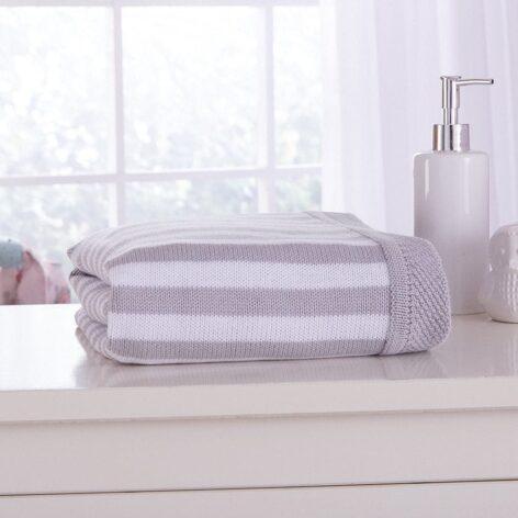 candy-stripe-blanket-grey-lifestyle