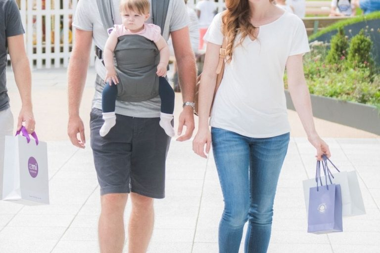 izmi-baby-carrier-grey-front-carry-lifestyle